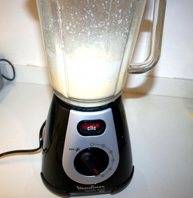 02. Batir los huevos para plumcake integral en blog de recetas fitness