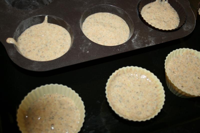 06. Lista para el horno la receta fitness de las Madalenas de limón y semillas de chía en blog de fitness para mujeres