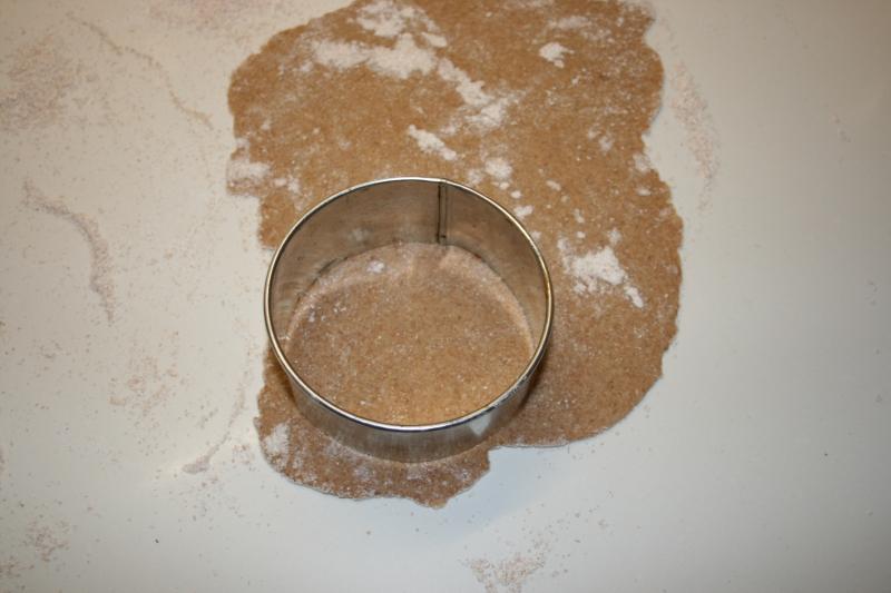 08. Cortar la masa para las Tartaletas de frutos del bosque