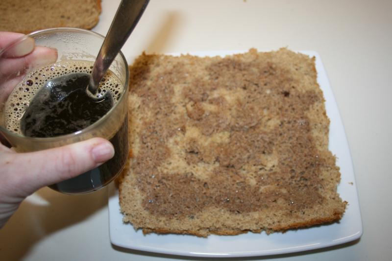 11.Mojar el bizcocho con cafe de receta fitness de tiramisú