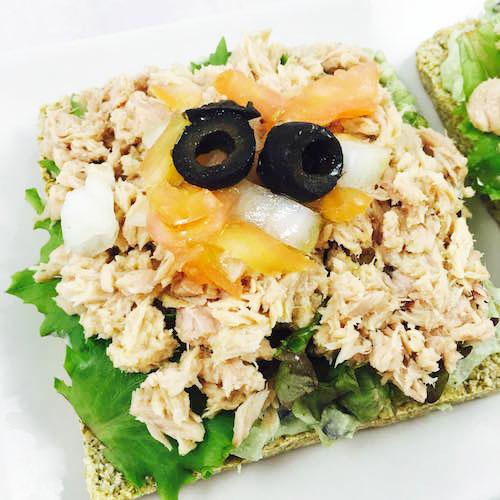 13. Bodegon pequeño de las tartaletas con crema de aguacate en blog de fitness y recetas fitness