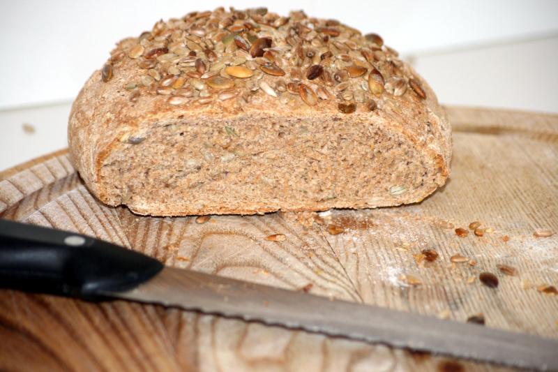 14. un bodegon de pan integral de espelta