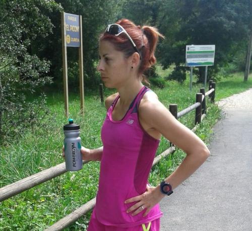 paula gonzalez con bidon en blog de fitness y recetas fitness